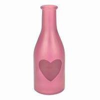 Vaas van roze gekleurd glas met hartje